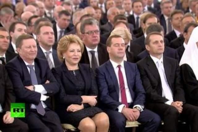Дмитрия Медведева удалось сфотографировать аж два раза - премьер заснул во время выступления Владимира Путина перед Федеральным Собранием, а также пропустил часть открытия олимпиады в Сочи.