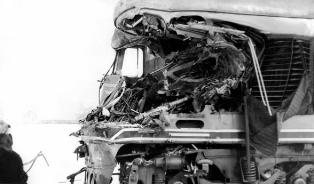 Самые тяжелые потери были среди пассажиров пригородного электропоезда, из которых официально 19 погибло на месте, а еще трое позже скончались в больницах от больших потерь крови. Общее же число раненых составило 82 человека, из них у 18 были тяжелые травмы, у 30 — средней тяжести, и у 34 — легкие.