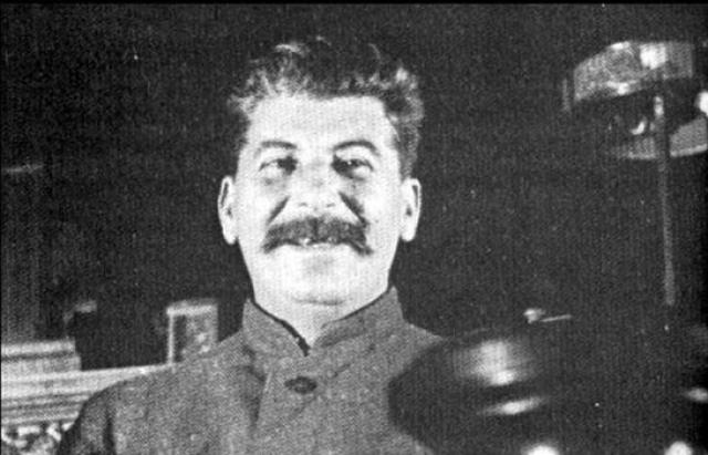 """Иосиф Сталин : """"Нет человека - нет проблемы."""""""