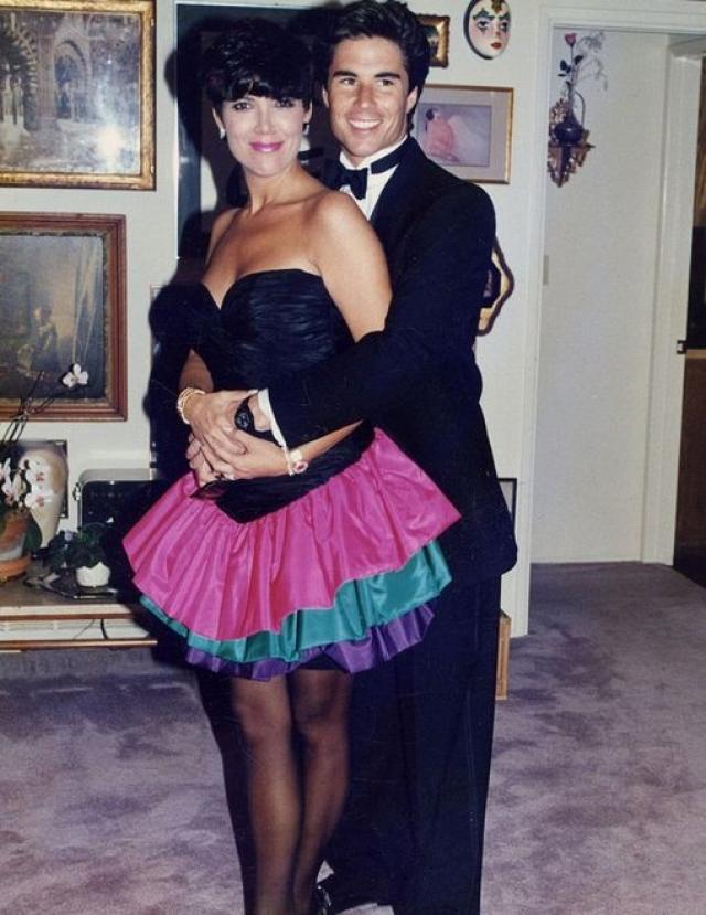 Однако и в этом браке ее роман с Тоддом Вотерманом продолжился.