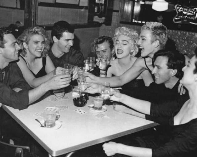 Мадонна с братьями и сестрами.