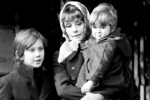 После развода с первым супругом Одри лечилась от тяжелой депрессии у итальянского психиатра Андреа Дотти, за которого впоследствии вышла замуж и родила второго сына Люка.