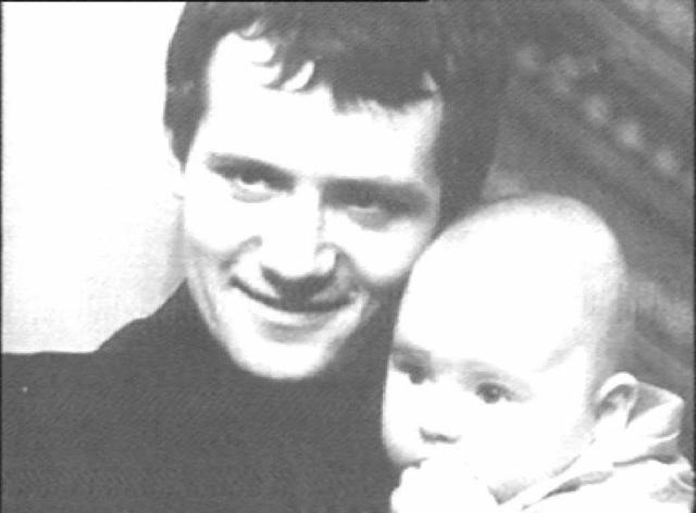 Был убит в своей квартире вместе со своей матерью. Преступление не было раскрыто, но его связывают с криминальным прошлым актера.