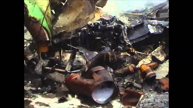 В результате столкновения фюзеляж самолета разрушился, в салоне начался страшный пожар.