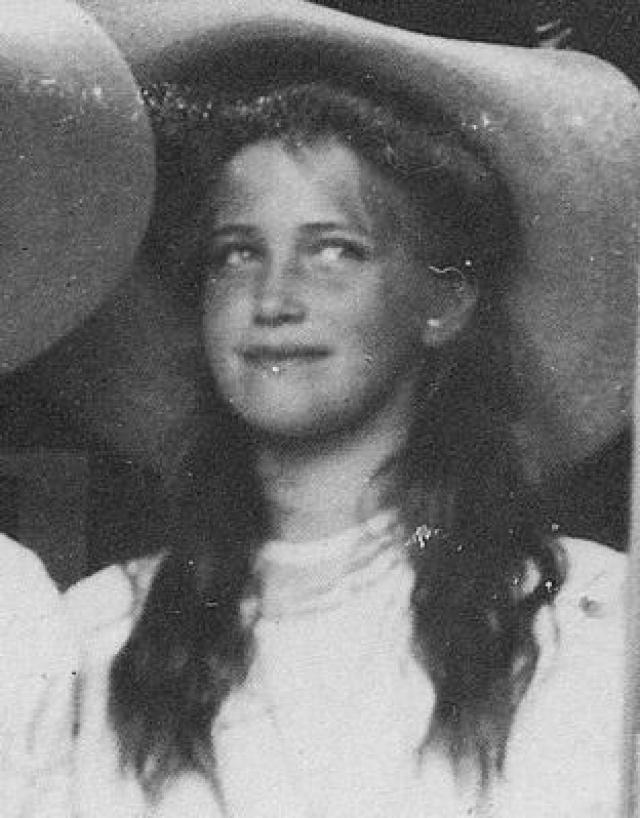 """В 1956 году Николай Дьяногий умер от гемофилии - болезни которая преследовала императорскую семью. Тогда она не раз повторяла, что """"погибла вся семья, все до единого"""". На фото княжна Мария"""