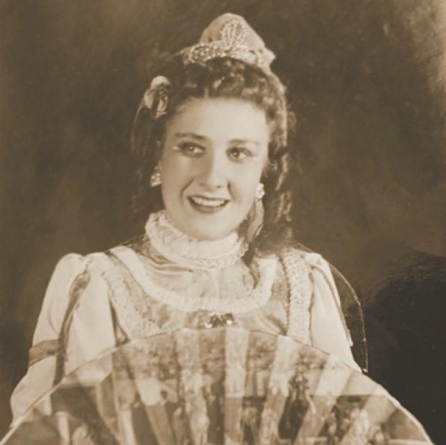 На сцену актриса пришла в 50-х, а первый фильм с ее участием вышел в 1967.