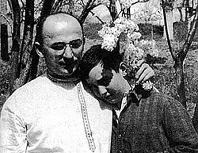 В 1924 году у них родился сын Серго.