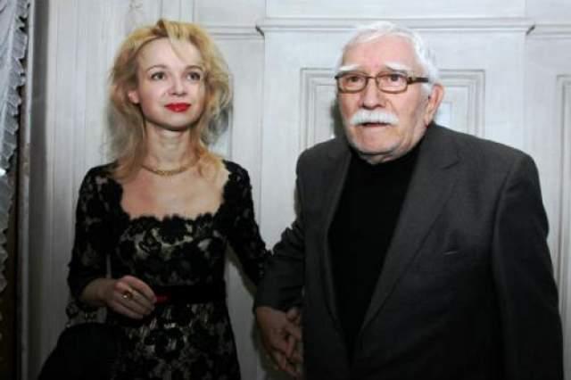 Избранницей именитого артиста и режиссера стала 36-летняя Виталина Цымбалюк-Романовская, директор театра под руководством Армен Джигарханяна.
