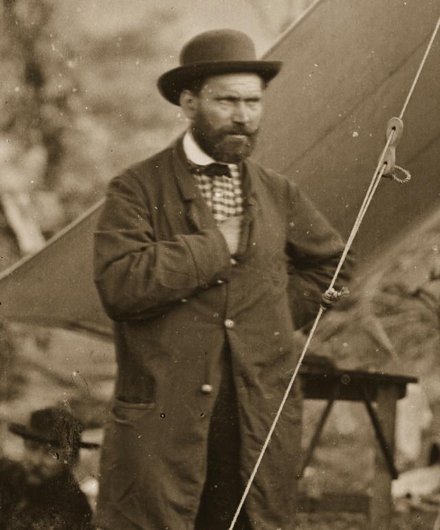В 1884 году Алан Пинкертон, ни раз уходивший от криминальной погони, скончался от гангрены.