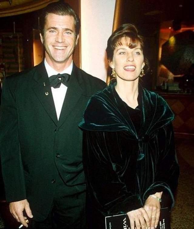 """Все предыдущие рекорды по выплатам бывшим супругом в 2011 году с лихвой побил обладатель двух """"Оскаров"""" и отец 8 детей, актер и режиссер Мел Гибсон. Его брак с австралийской актрисой Робин Мур длился 31 год (пара поженилась в 1980-м). За годы супружества у Мэла и Робин родилось семь детей. На фото: Мэл Гибсон с супругой в 1993-м"""