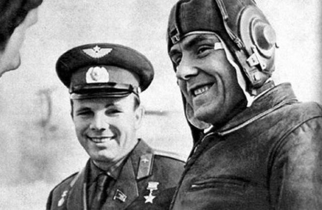 """В августе 1966 года было принято решение, что Владимир Комаров будет пилотировать """"Союз-1"""". Этот полет 23 апреля - 24 апреля 1967 года оказался роковым: Владимир Комаров погиб при завершении программы полета, когда во время спуска на Землю не вышел основной парашют спускаемого аппарата."""
