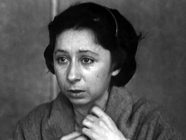 """В кино актриса начала сниматься с 1973 года, и уже ее дебютная роль в фильме """"Ищу человека"""" была отмечена призами международных кинофестивалей в Варне и Локарно."""