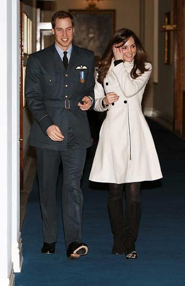 Прошло чуть более года до того момента, когда Кейт снова появилась рядом с Уильямом в апреле 2008 года.