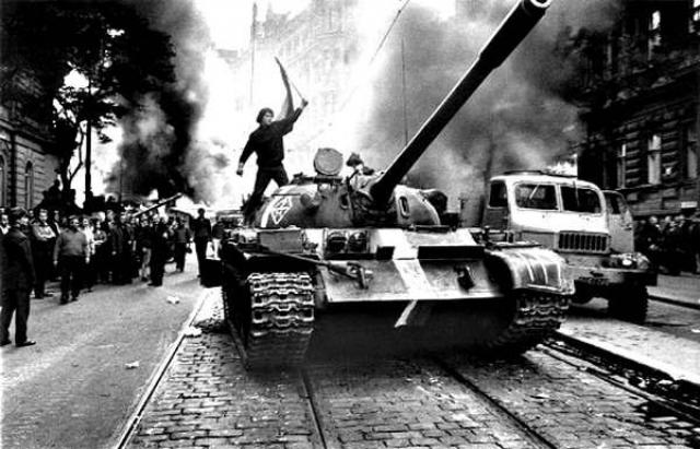 В августе 1968 страны Варшавского договора ввели войска в Чехословакию с целью прекращения антикоммунистических реформ. Правительство Дубчека было насильственно смещено и заменено группой угодных Кремлю лиц.