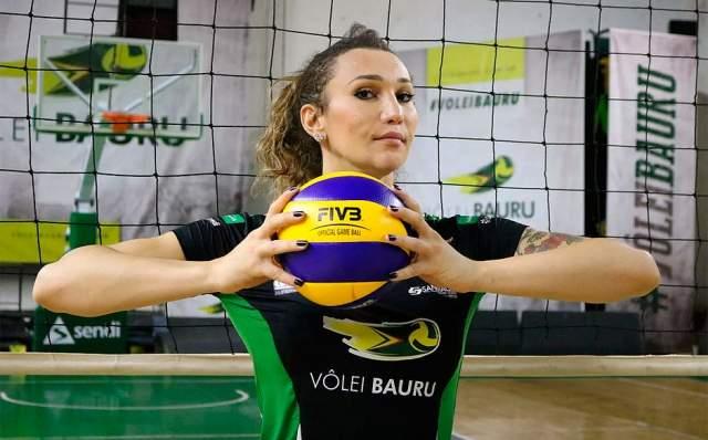 """После реабилитации ей разрешили пойти в женскую волейбольную команду. Абреу поступила в команду """"Пальми"""" итальянской серии А2."""