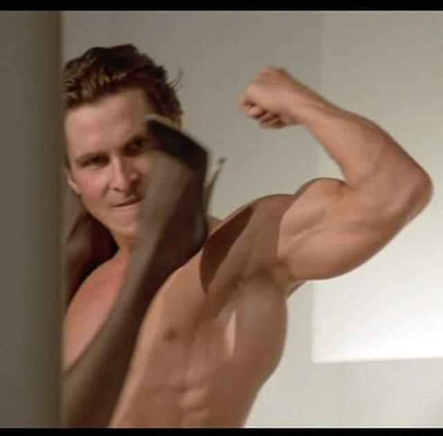 """Кристиан Бейл Звание абсолютного рекордсмена по трансформациям по праву заслужил КристианБэйл: за свою карьеру в кино онсбрасывал и набирал вес более 5 раз! Актер наращивал мускулатуру и приобрел идеальное тело для фильма """"Американский психопат"""" в 1999 году."""