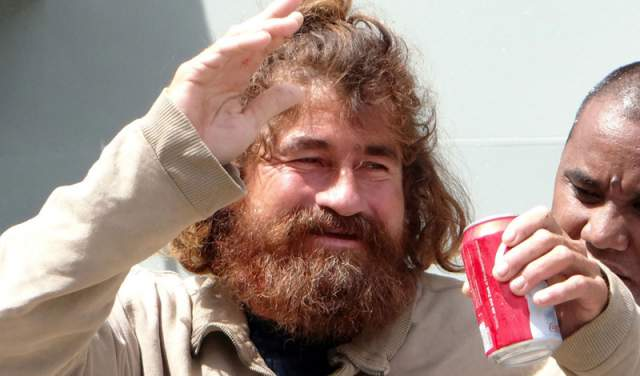 Потеряв волю к жизни, Кордова перестал есть и скончался. Хосе провел 13 месяцев, питаясь морскими птицами, черепахами, рыбой, а пил собственную мочу. На 438-й день лодку моряка прибило к одному из Маршаловых островов, где ему и помогли.