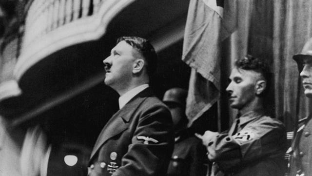 Группы заговорщиков, планировавших антинацистский переворот, существовали в вермахте и военной разведке с 1938 года и имели своей целью отказ от агрессивной внешней политики Германии и предотвращение будущей войны