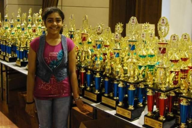 """Приняши Сомани Индийская вундеркинд Приянши Сомани девочка Приянши Сомани обладает уникальным талантом решать в уме сложнейшие математические вычисления. В возрасте 11 лет она заняло первое место в международном математическом соревновании """"Mental Calculation World Cup"""", вычислив квадратный корень из десяти шестизначных чисел за 6 минут и 51 секунду."""
