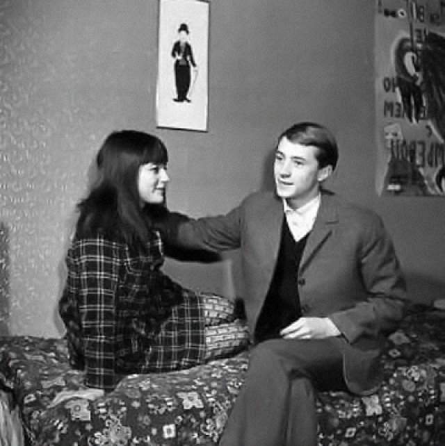 Николай Бурляев и Наталья Варлей. Режиссер и актер стал первым мужем начинающей актрисы. Поженились они в 1967 году, причем многие друзья отговаривали Наталью от поспешного шага, но она не послушалась.