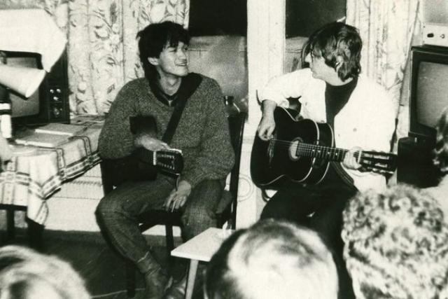 """В 1984 году КГБ, который пристально следил за рок-клубом, занес группу в список самых вредных идеологических групп. Тогда альбом """"Начальник Камчатки"""" уже пользовался огромной популярностью."""