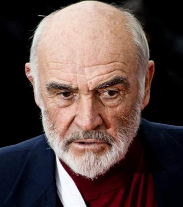 Журнал people удостоил его звания секс-символа, когда актеру было 59 лет. Коннери стал самым пожилым мужчиной с титулом секс-символа.