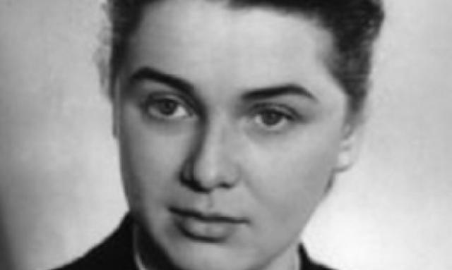 Прима БДТ Нина Ольхина стала второй женой сердцееда. Но актеру пришлось переехать в Москву, где он и встретил очередную любовь.