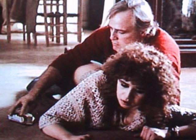 """Самым публично обсуждаемым эпизодом стала крайне откровенная """"сцена с маслом"""", в которой герой использует сливочное масло в качестве лубриканта. Этой сцены изначально не было в сценарии и, по утверждению Шнайдер, она преследовала ее многие годы спустя, хотя того, что происходит на экране, на съемках в реальности не было."""