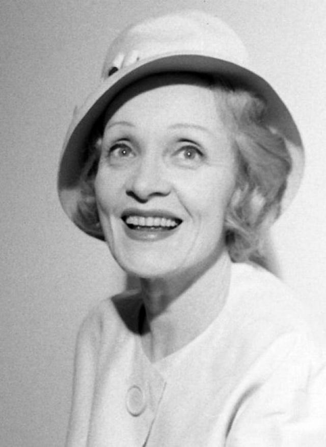 """В своих мемуарах она говорит: """"Я родилась немкой и всегда останусь ей.... Соединенные Штаты тепло приняли меня, когда у меня больше не было родины, которую можно было бы назвать родиной."""""""