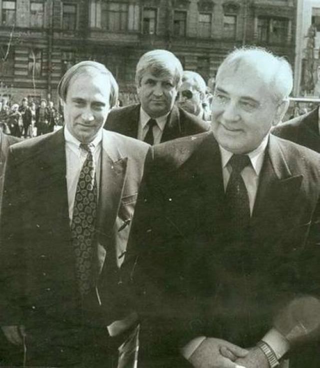 С 1991 года Владимир Путин - председатель Комитета по внешним связям мэрии Санкт-Петербурга.