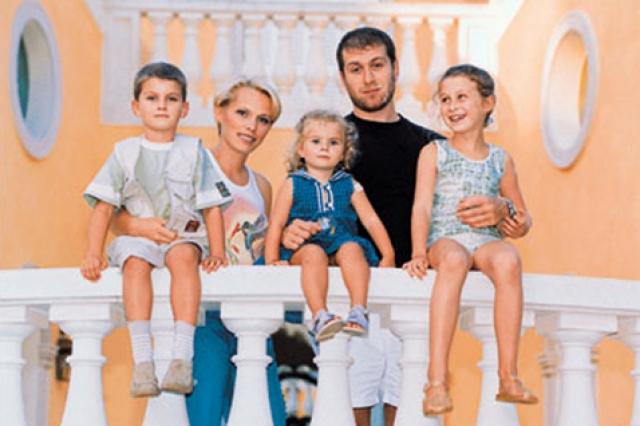 Роман Абрамович. Олигарх развелся с женой Ириной, с которой у него было шестеро детей, ради новой возлюбленной.