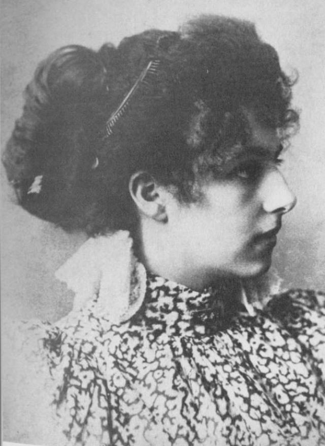 По-видимому, Мата Хари была немецкой шпионкой еще задолго до войны, точные причины и обстоятельства ее вербовки до сих пор неизвестны.