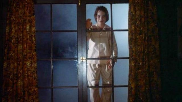 """""""Салемские вампиры"""" . Сцена появления жуткого мальчика через окно."""