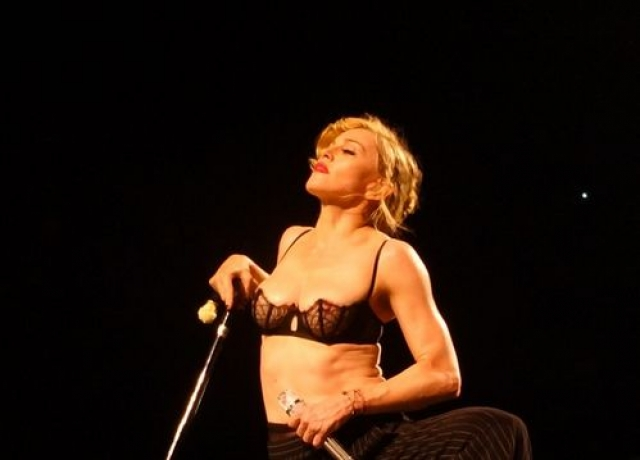 На концертах соответствующего тура Мадонна также отличилась.