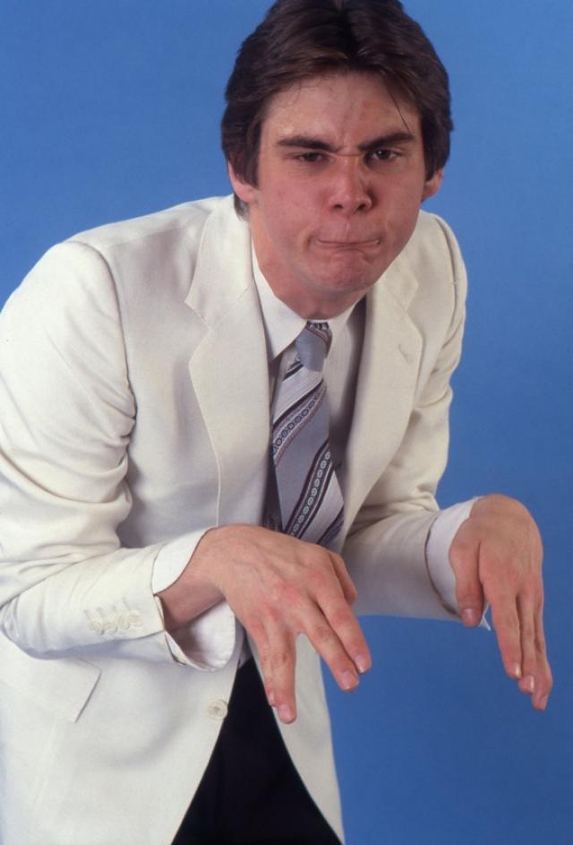 В 11 лет Керри послал 80 пародий на шоу Кэрол Барнет, но ответа не получил. В 15 лет Перси Керри привел Джима в комедийный клуб Як-Як в городе Торонто. Его первое выступление оказалось провальным, он был освистан и не выступал в течение двух лет.