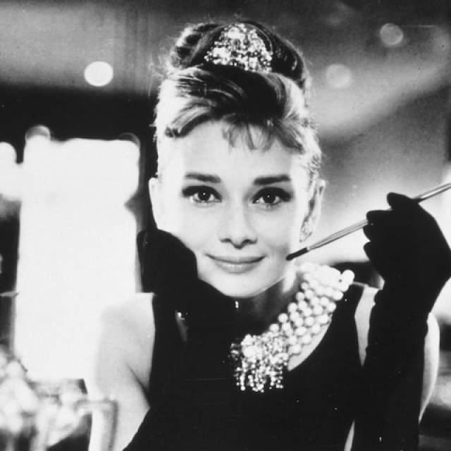 Одри Хепберн. Актриса, бесспорно, одна из самых красивых женщин 20 века, ставшая иконой стиля. Элегантность и изящество она сохранила до самого конца жизни.