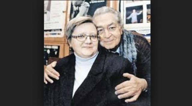 В последний раз он оформил отношения со Светланой, которая работала в Театре Российской армии. В 1999 году Света родила своему знаменитому супругу сына, актер назвал наследника Владимиром-младшим.