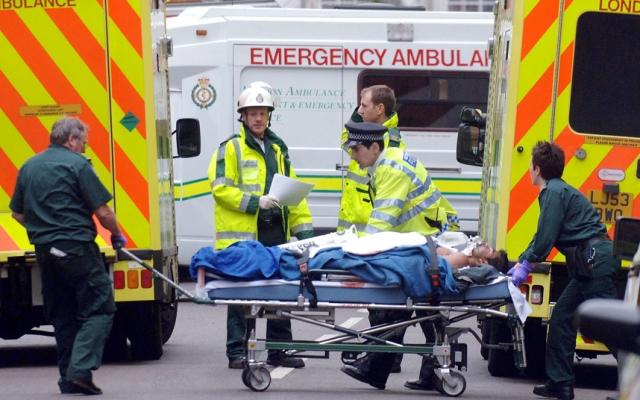 Хотя в первые минуты не хватало медицинского оборудования, медики смогли использовать свой профессиональный опыт, чтобы спасти жизни.