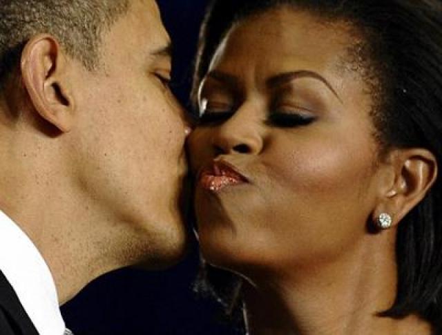 """Недоброжелатели смакуют тот факт, что пара целуется """"через нехочу""""."""