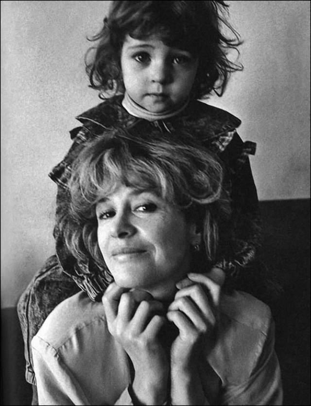 Марина Неелова с дочкой Никой, отцом которой является Гарри Каспаров.