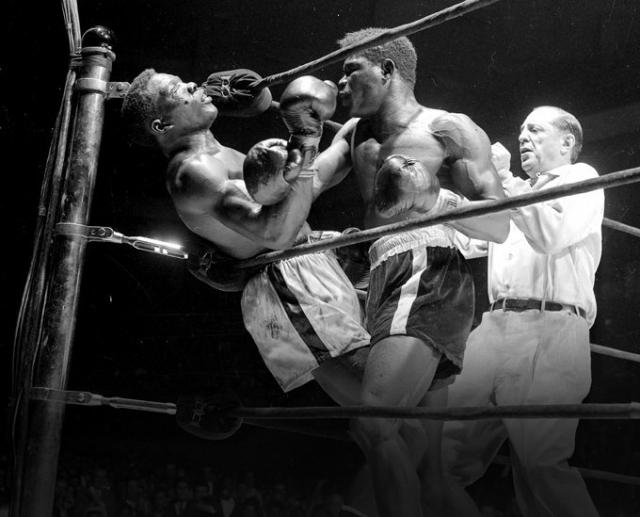 До шестого раунда боксеры держались на равных, пока Парет чуть было не отправил Гриффита в нокаут. После перерыва едва не проигравший спортсмен навалился на Парета с новыми силами. Он нанес боксеру 29 точных ударов, которые свалили соперника с ног. Парет буквально висел на канатах, когда рефери остановил бой. Но это не спасло жизнь кубинцу - он впал в кому прямо на ринге.