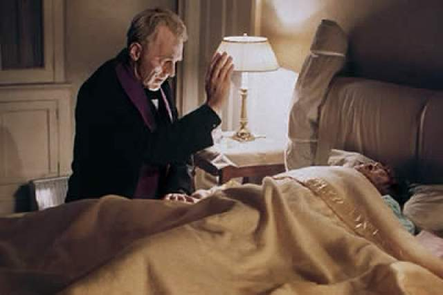 """""""Изгоняющий дьявола"""", 1973. Первым умер Джек Макгоуран. Через неделю после съемок смерти его героя Берка Деннингса актер тяжело заболел и после умер. Ему было всего 54 года."""