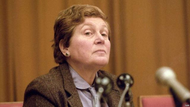 В 1984 г. предприняла попытку вернуться в СССР, но неудачно - ее родившаяся в Америке дочь не говорила по-русски, а оставшиеся в СССР дети от предыдущего брака встретили ее прохладно.