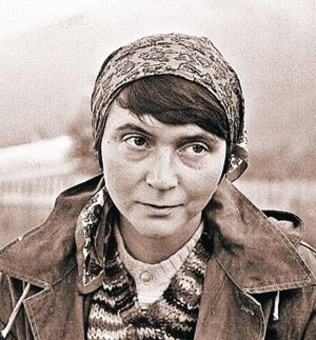 Екатерина Жданова. Дочь Светланы Сталиной. Долгие годы прожила на Камчатке. Будучи старшим научным сотрудником в Институте вулканологии, она в 1977 году отправилась с экспедицией в камчатский поселок Ключи, что рядом с Ключевской сопкой.