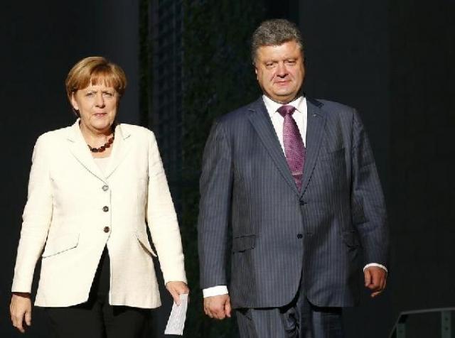 Встреча с Меркель. Рукава вновь помяты.