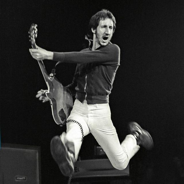 """Пит Таунсенд : """"Такая мелочь, как гибель поклонников, нам не помеха"""" (после гибели 11 человек на концерте группы The Who)."""