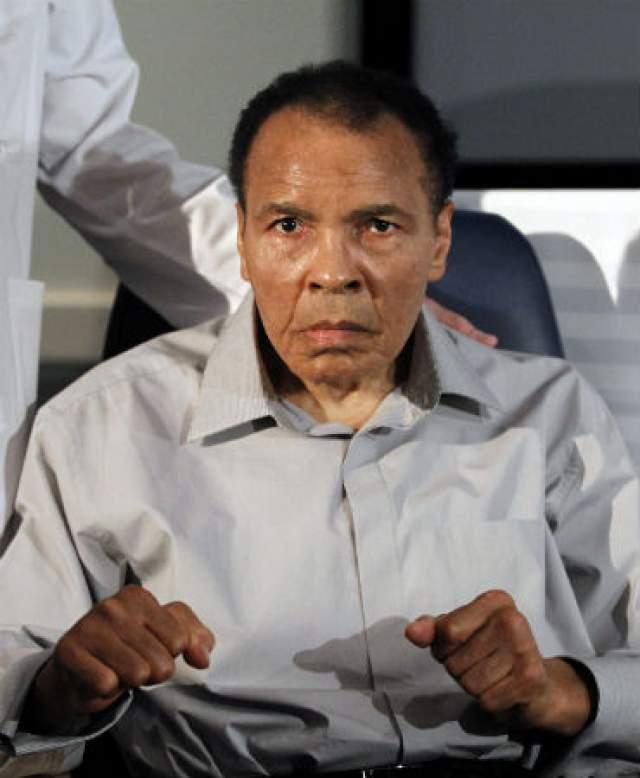 В СМИ тогда появились сообщения, что бокс вредит человеку, а Али настаивал, что бокс - единственный шанс афроамериканцев выбиться в люди.