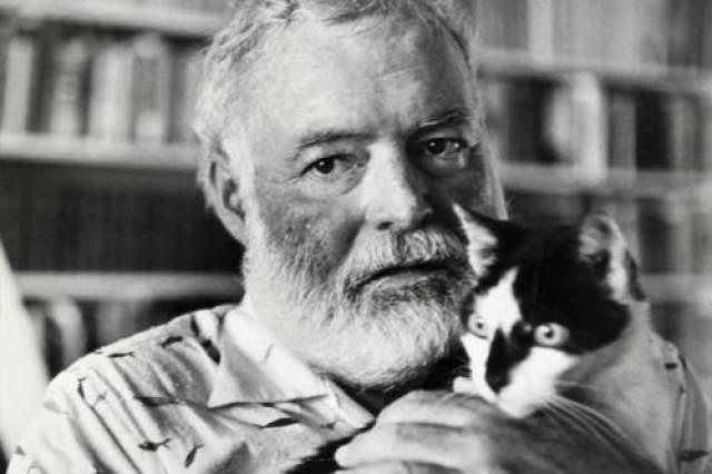 Хемингуэй Лауреат Нобелевской премии по литературе Эрнест Хемингуэй покончил с собой в 61 год после долгих лет борьбы с депрессией, которая стала настоящим проклятием семьи Хемингуэй.