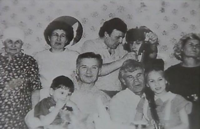 У пары рождается двое детей, Людмила (1965) и Юрий (1969). Чикатило очень любит семью, проявляет себя как заботливый, чуткий отец и муж.