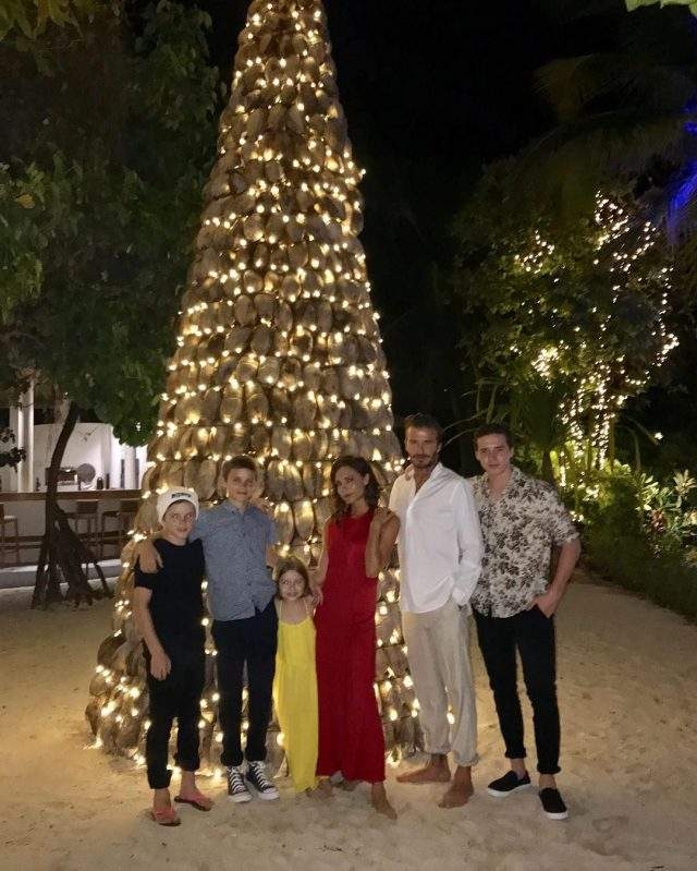 Семейство Бекхэмов встретили новогодние праздники на пляже.